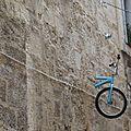 A montpellier, des vélos sortent des murs