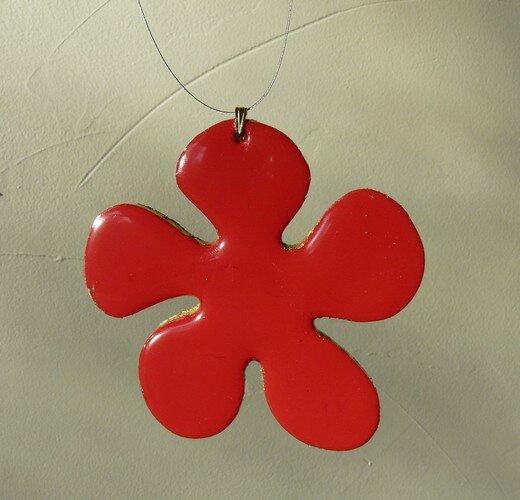 pendentif fleur rouge