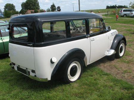 RenaultJuvaquatreDauphinoisear1