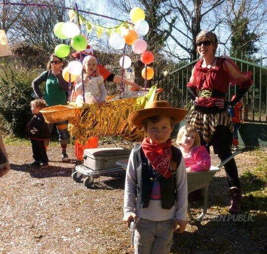 le char du café pass'âge au carnaval intercommunal