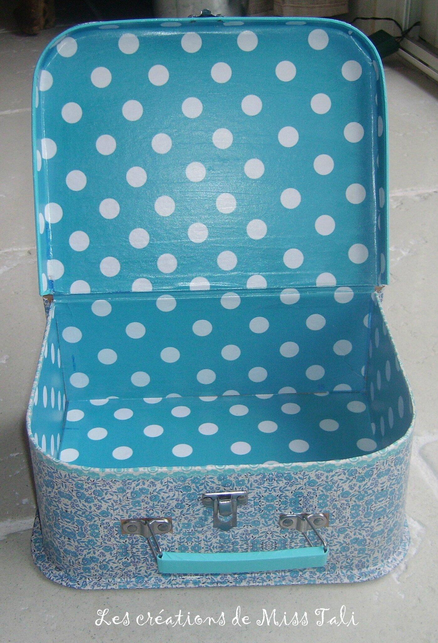 comme la boite secrets cette petite valise tali cr ations. Black Bedroom Furniture Sets. Home Design Ideas