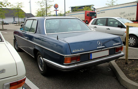 Mercedes_250_CE_automatic__Rencard_du_Burger_King__02