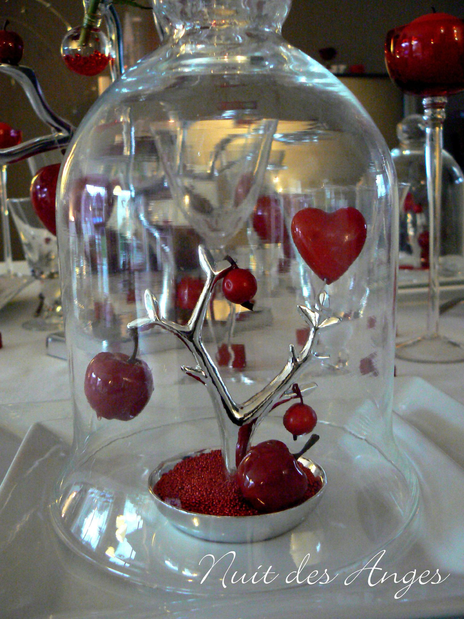 Decoration de mariage theme amour id es et d 39 inspiration for Decoration pomme rouge