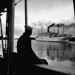 507559_Sailor_Watching_Us_Army_Troop_Ship_Republic_Passing_Through_the_Panama_Canal_Affiches