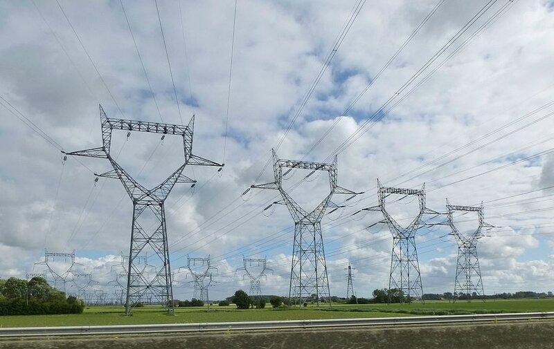 Photo-lignes-THT-centrale-de-Gravelines-A16-juin-2014-Dunkerque