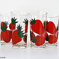 Vaisselle vintage ... grands verres décorés * fraises