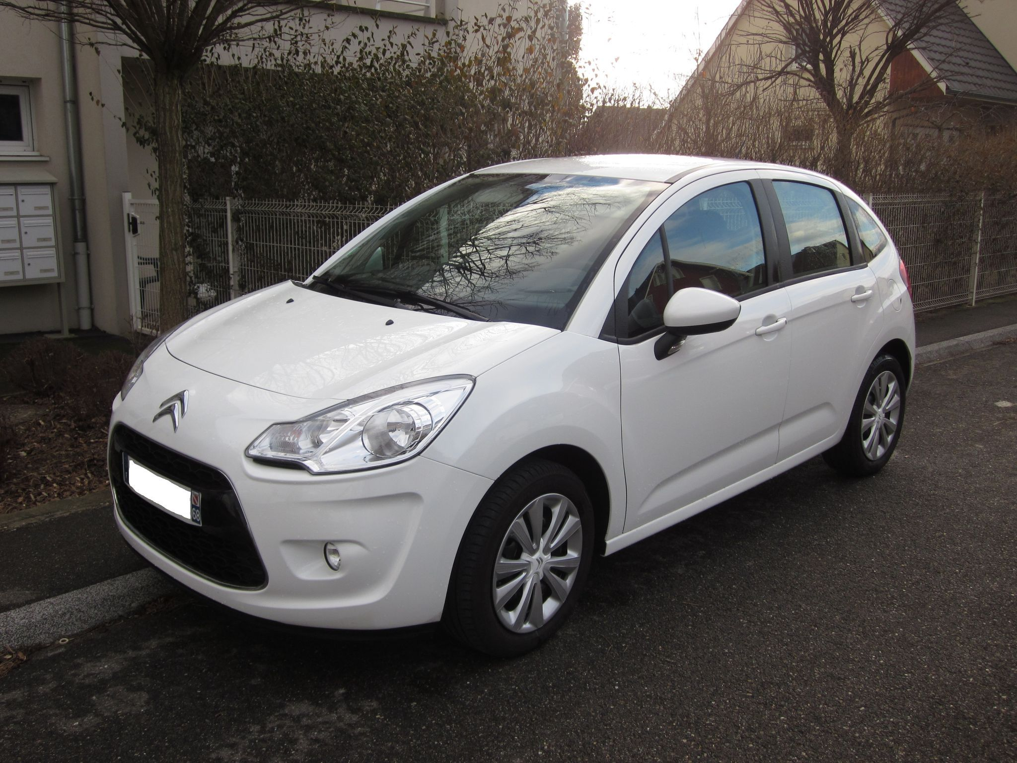 citroen c3 vitamine blanc 1 4 essence vendu 6500kms. Black Bedroom Furniture Sets. Home Design Ideas