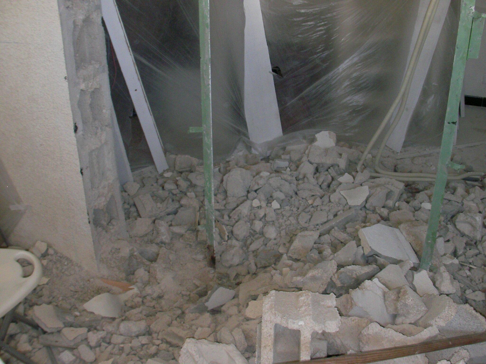 Destruction des murs du bas de la maison en respectant les piliers porteurs bien entendu