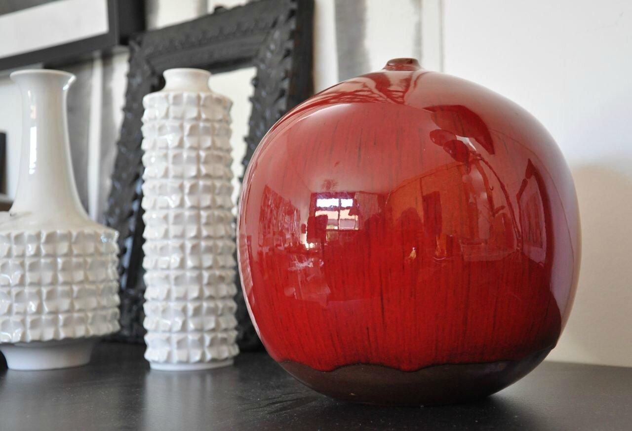 vase rouge boule