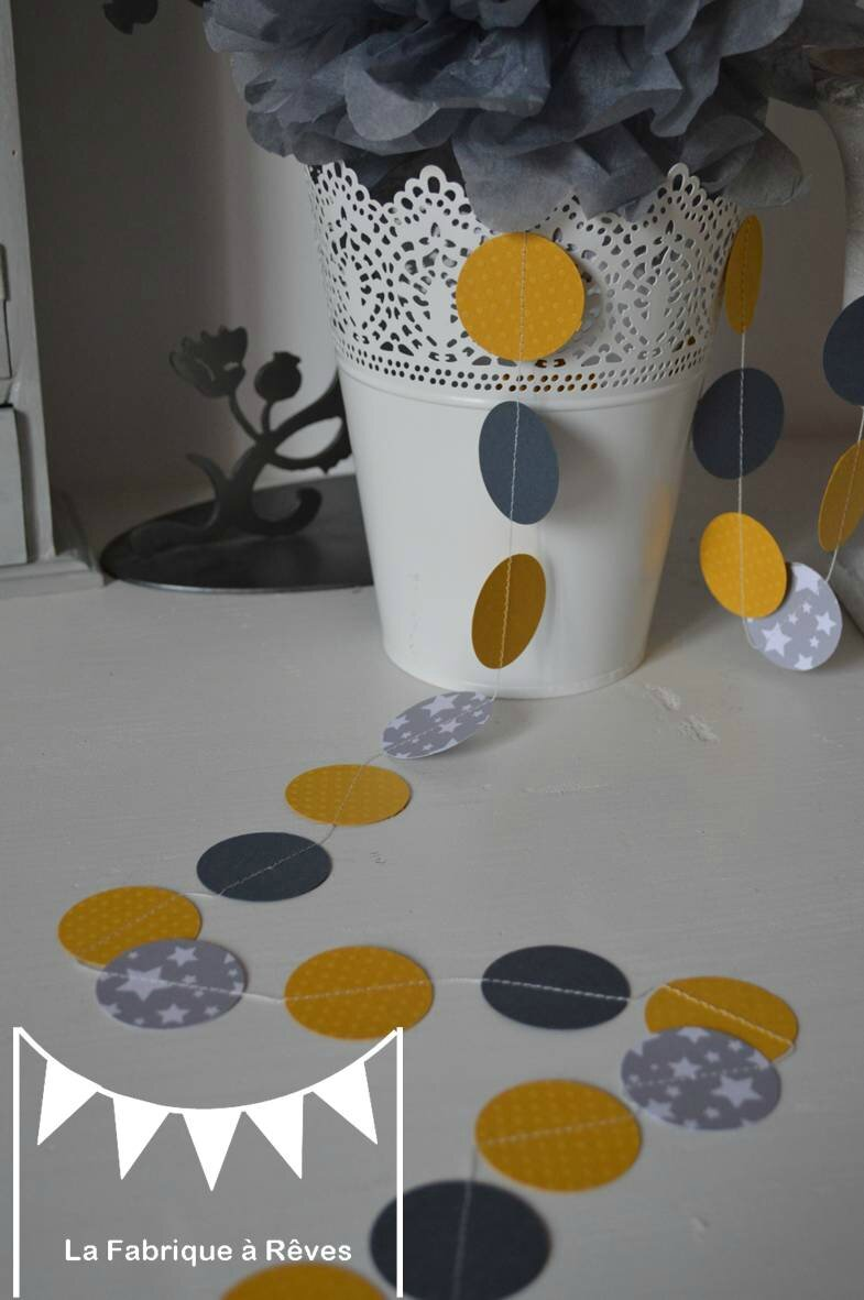 guirlande pastille cousue rond papier carton gris jaune toile d coration chambre enfant b b. Black Bedroom Furniture Sets. Home Design Ideas