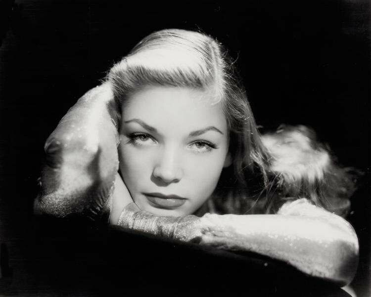 lauren_bacall-1944-by_John_Engstead-1-1