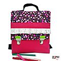 Cartable maternelle original girly fille rose rabat fleurs liberty et froufrou pois fermoirs clips tirettes verte
