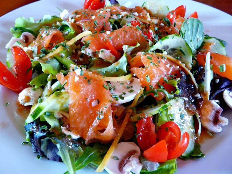 salade verte au saumon fum les plaisirs de ma table. Black Bedroom Furniture Sets. Home Design Ideas