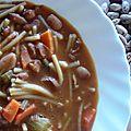 Soupe de petits spaghetti et haricots secs borlotti