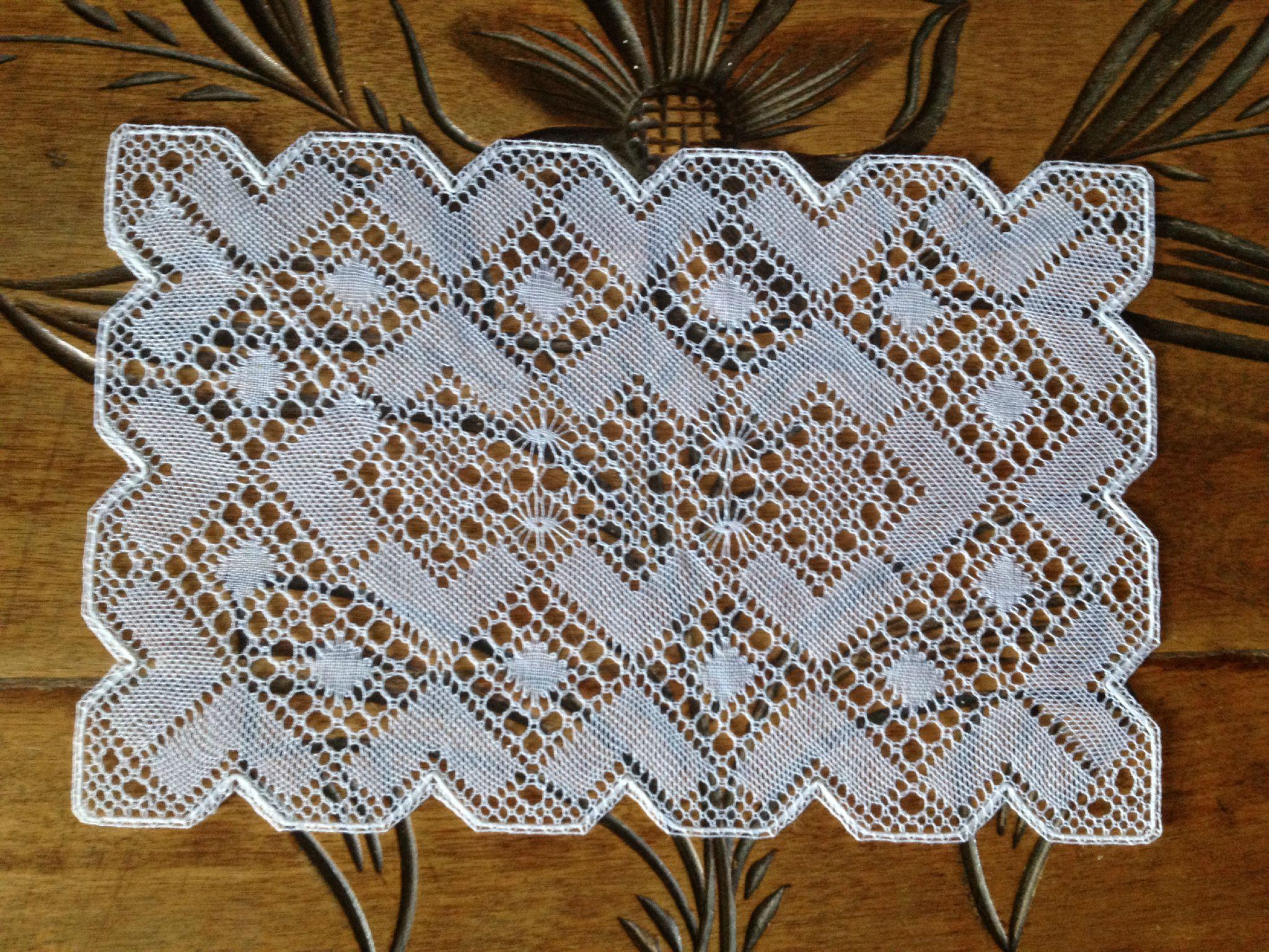 Petit napperon rectangulaire entre fuseaux fils tissus - Napperon dentelle crochet ...