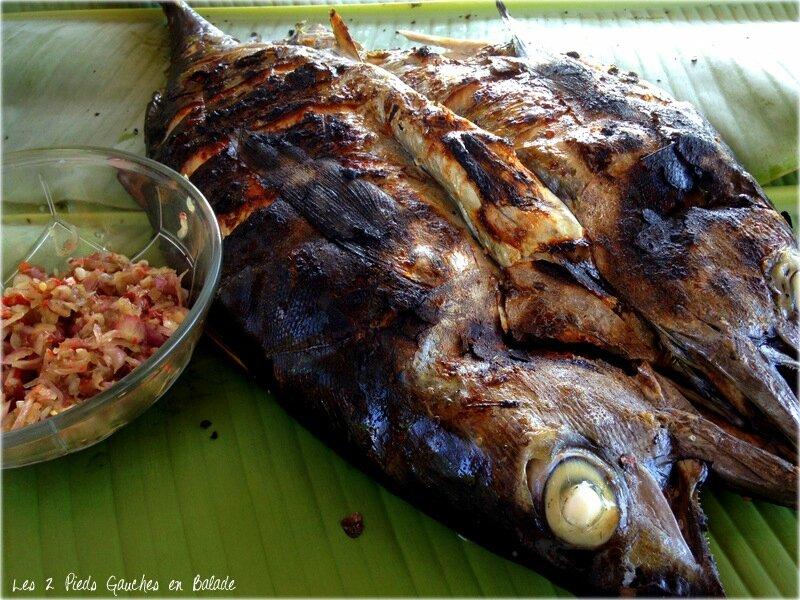 poisson au barbecue sur la plage