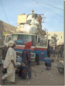 L'art du chargement sur minibus 1 Mali