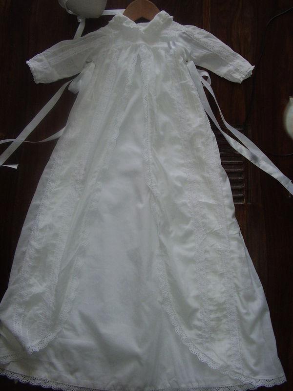 La robe de bapt me traditionnelle avec son bonnet la couture sous toutes les coutures - Robe pour bapteme marraine ...