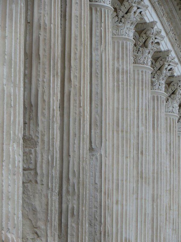 La Maison Carrée -colonnes cannelées-