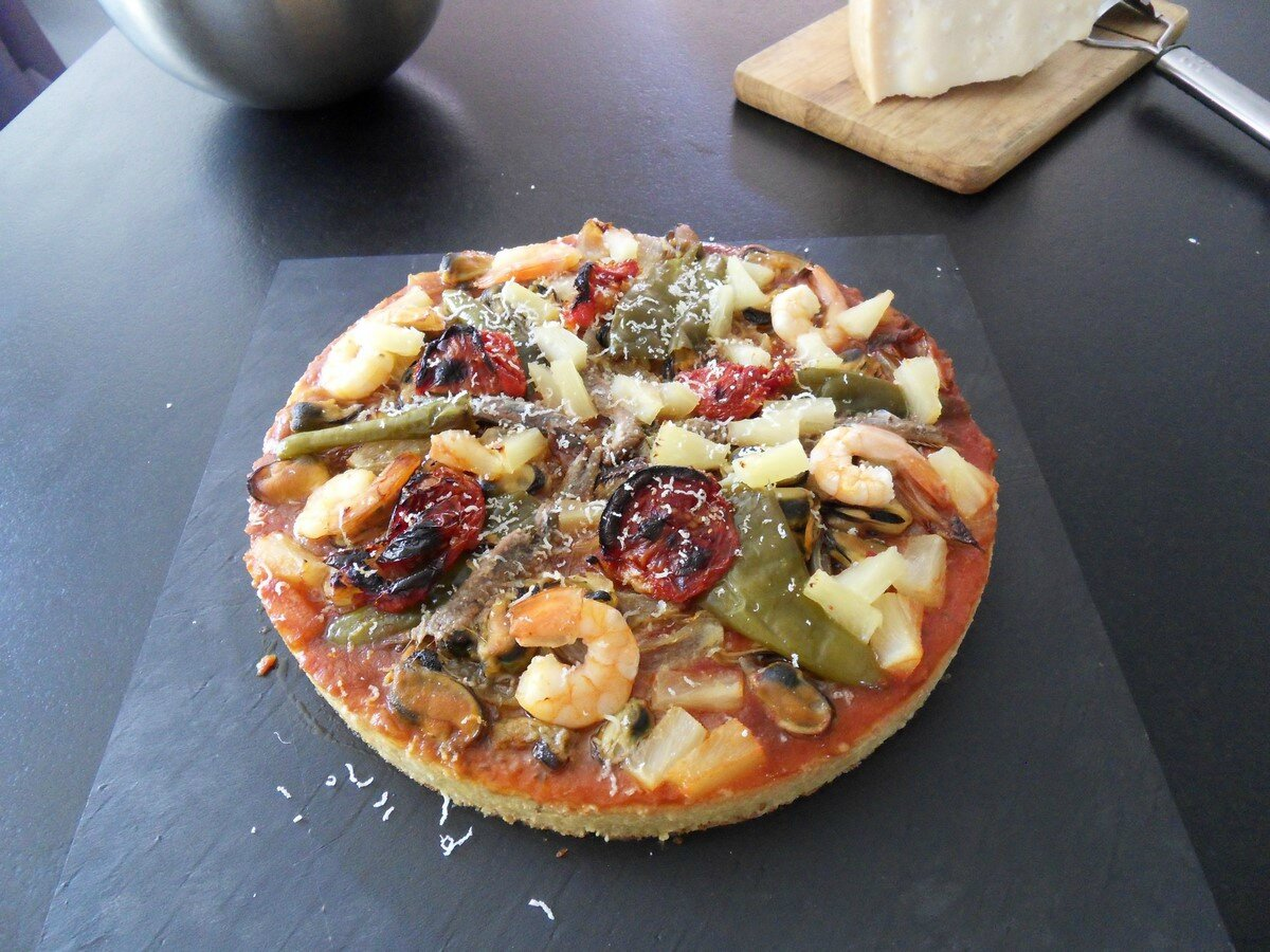 pizza aux fruits de mer a la graine de couscous recettes voyageuses de barbara. Black Bedroom Furniture Sets. Home Design Ideas