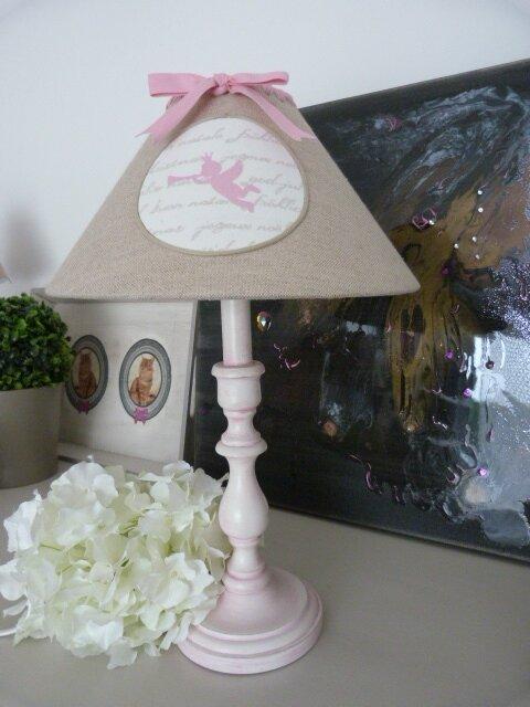 abat jour lin et rose esprit romantique decor 39 in id es conseils. Black Bedroom Furniture Sets. Home Design Ideas