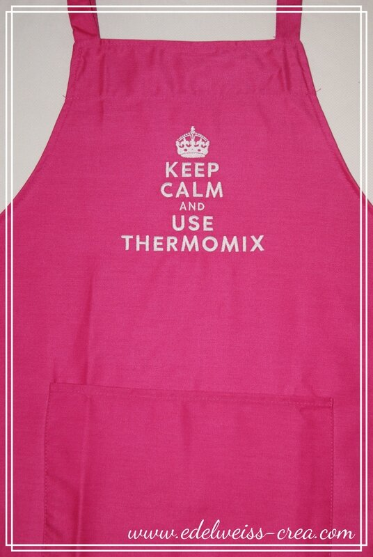 Tablier de cuisine fuchia brodé Keep Calm and use thermomix