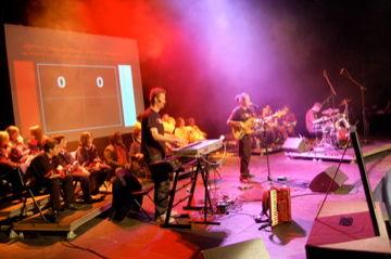 Oliv' et ses noyaux à la musique