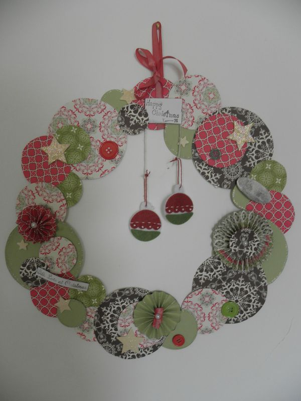Kit d 39 une couronne de no l le scrap 4 mains - Couronne de noel maison ...