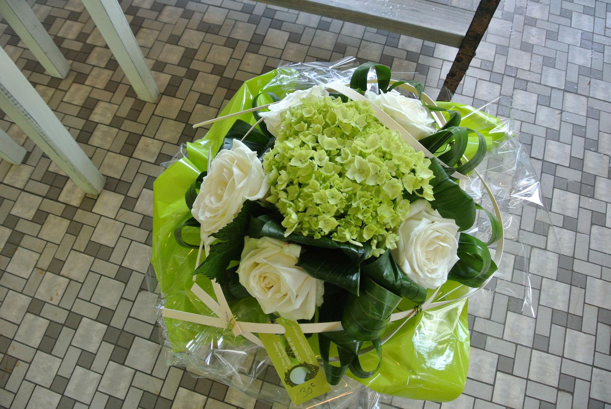Bouquet rond blanc et vert photo de bouquet rond comme for Bouquet de fleurs vert et blanc