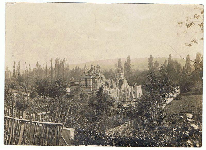 Hauterives_18528_le_palais_ideal_en_construction_1900