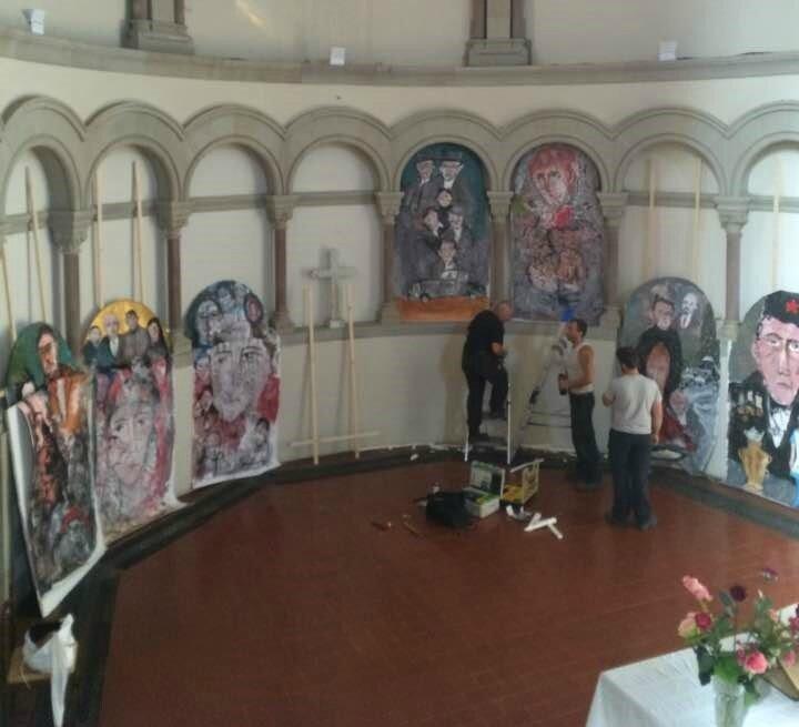 Montage de l'exposition du Temple Neuf