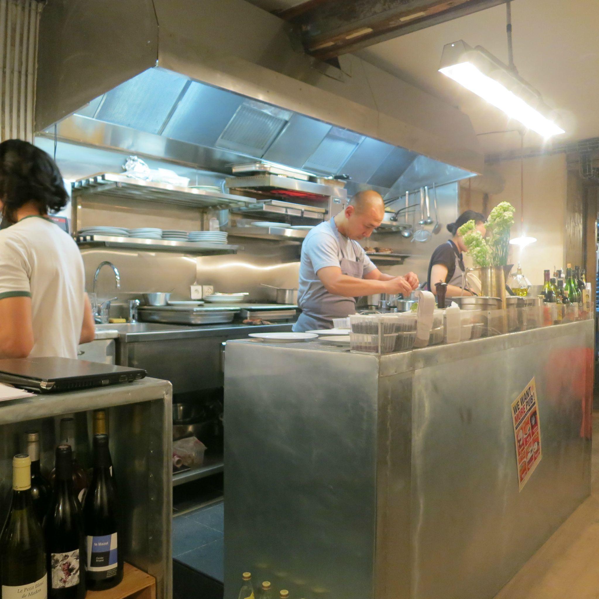 Abri paris 10 coup de foudre pour un ovni for Restaurant abri paris