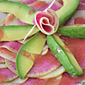 Carpaccio de radis Red meat, pomme et avocat, vinaigrette umebosis-noix