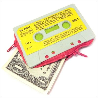 retro-Cassette-Tape-Wallet