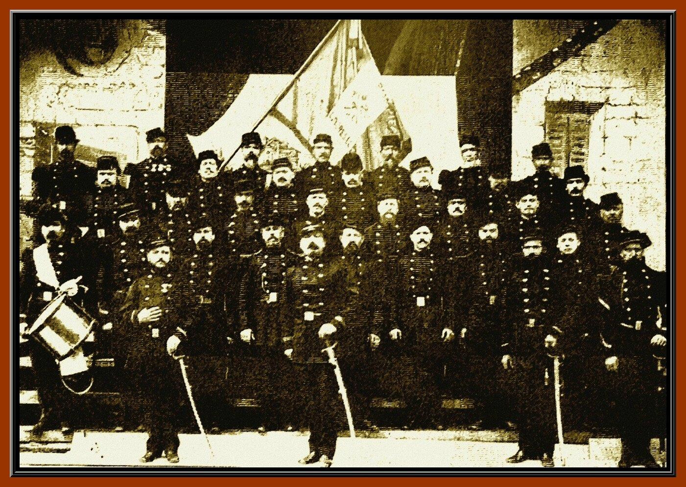 Souvenir de l'Arbresle (nouvelle édition), la Compagnie des Sapeurs-Pompiers et d'autres cartes postales souvenirs
