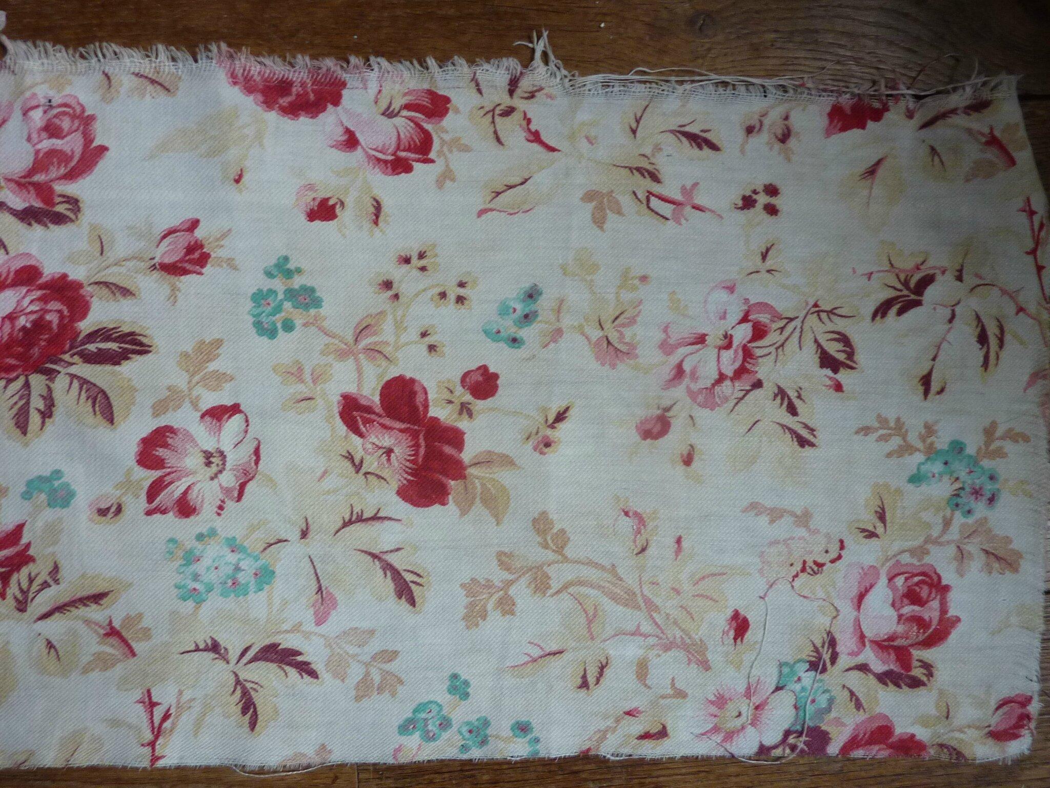 1400 tissu ancien 19e fleuri anemones et roses anciennes l 39 univers textile des ateliers la. Black Bedroom Furniture Sets. Home Design Ideas