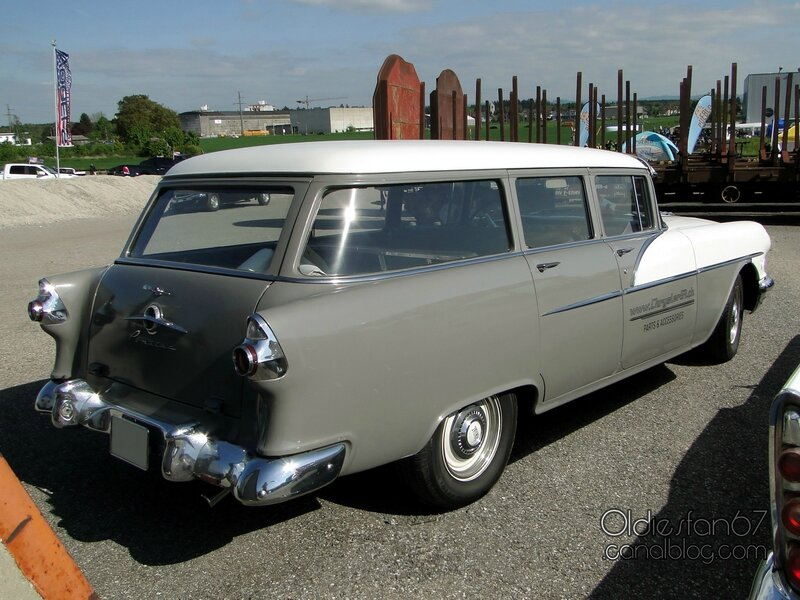 pontiac-chieftain-4door-wagon-1956-02