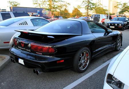 Pontiac_trans_am_W56_coup__de_1998__Rencard_du_Burger_king_juin_2010__02
