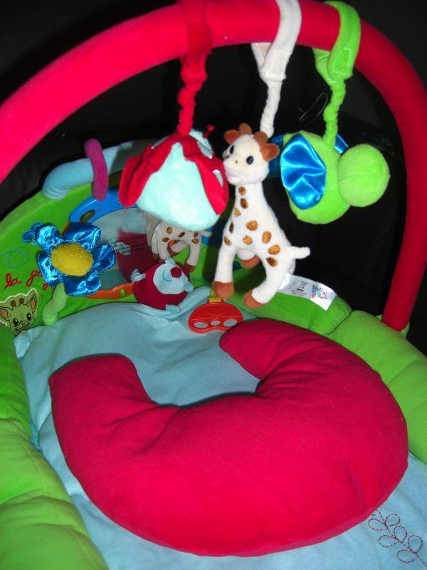 tapis d 39 veil sophie la girafe notre petit coeur d 39 amour. Black Bedroom Furniture Sets. Home Design Ideas