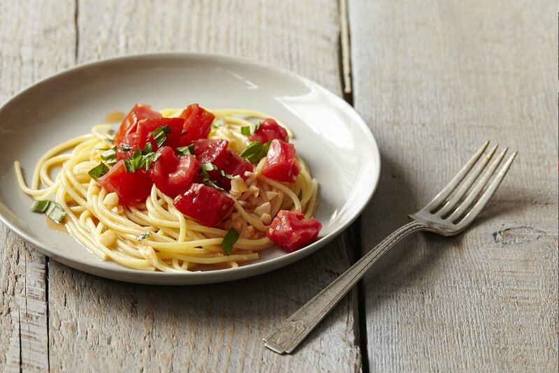 chez recidar et decorar -michael-ruhlman-s-pasta-with-tomato-water-basil-and-garlic (10)