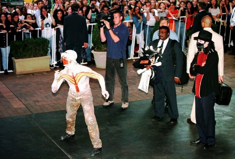 michael-is-greeted-by-aboriginal-dancers-in-sydney-at-the-sheraton-on-the-park-hotel(102)-m-1