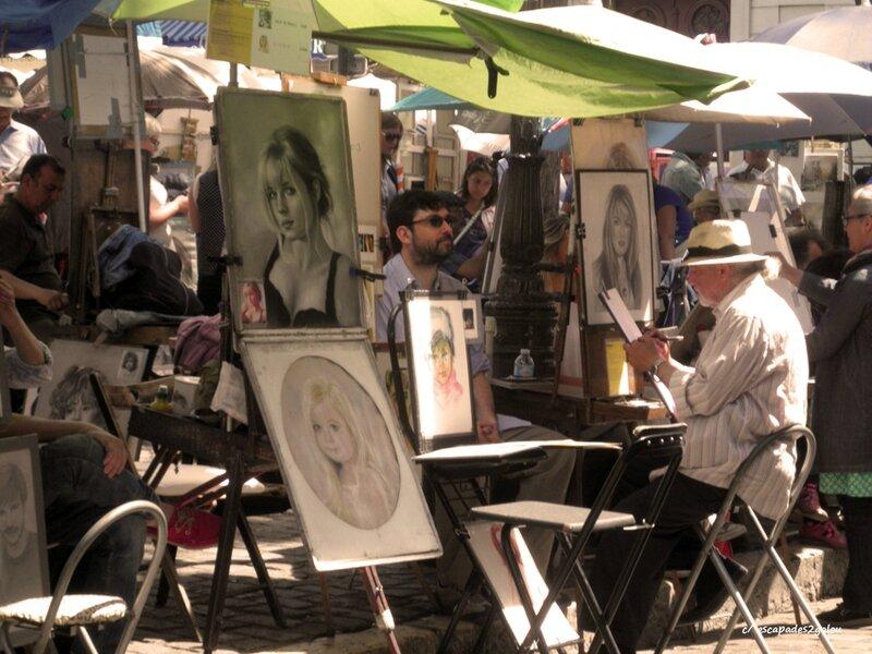 Les caricaturistes en action sur la Place du Tertre