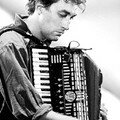 Réussir à jouer les partitions de Yann Tiersen au piano...