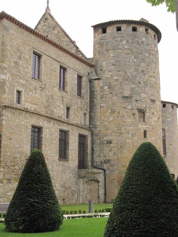 Jardin des Archevêques - La tour des Archives à Narbonne