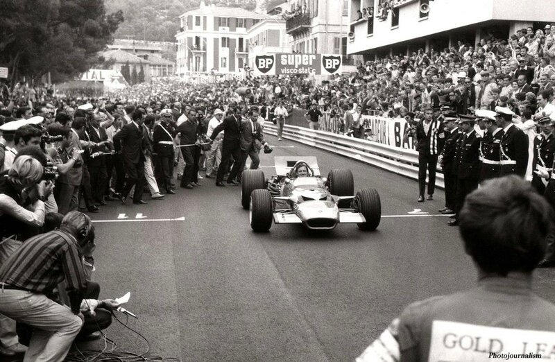 1968-Monaco-091-Hill arrivee tribune Princiere