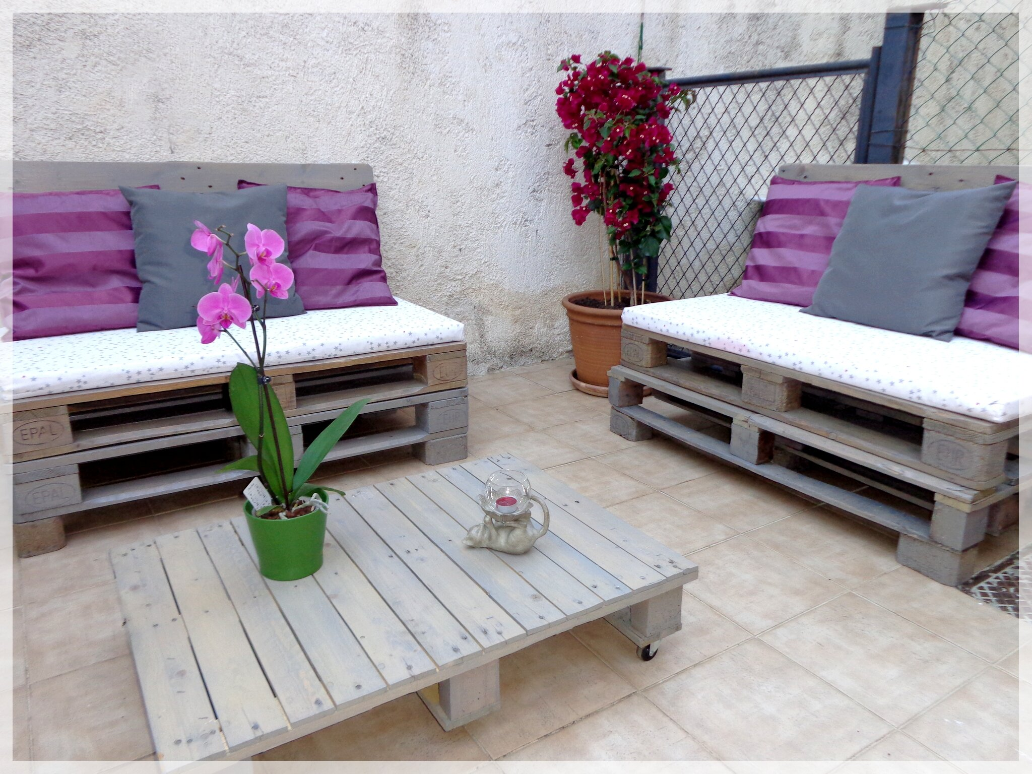Diy salon de jardin la patte de notablueta for Salon jardin palette coussin