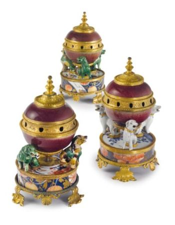 AN_ASSEMBLED_SET_OF_THREE_LOUIS_XV_ORMOLU_MOUNTED_CHINESE