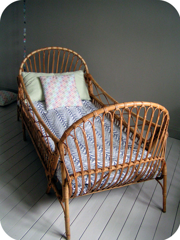 lit osier enfant des ann es 60 l 39 atelier du petit parc. Black Bedroom Furniture Sets. Home Design Ideas