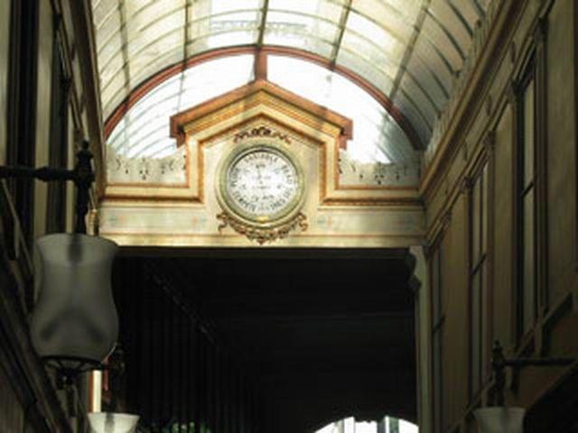 5b - Passage Couvert - Bourg l'Abbé - L'horloge