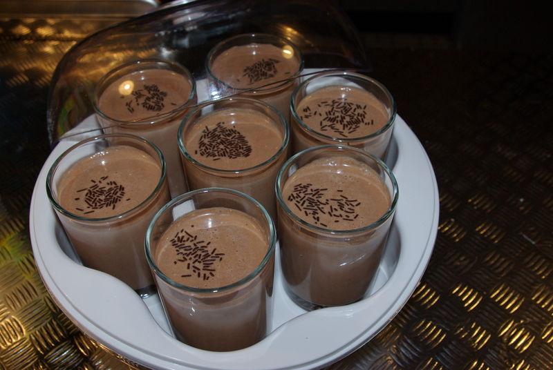 Yaourts au chocolat avec yaourtiere - Fabrication de yaourt maison ...
